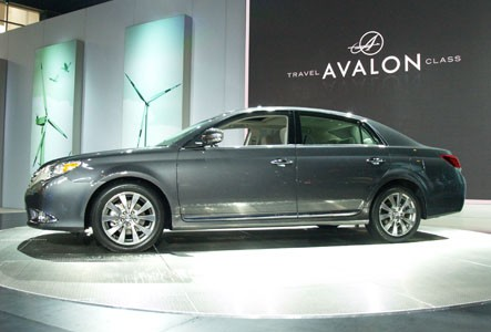 Chicago Auto Show: Toyota launches the 2011 Avalon in troubled times
