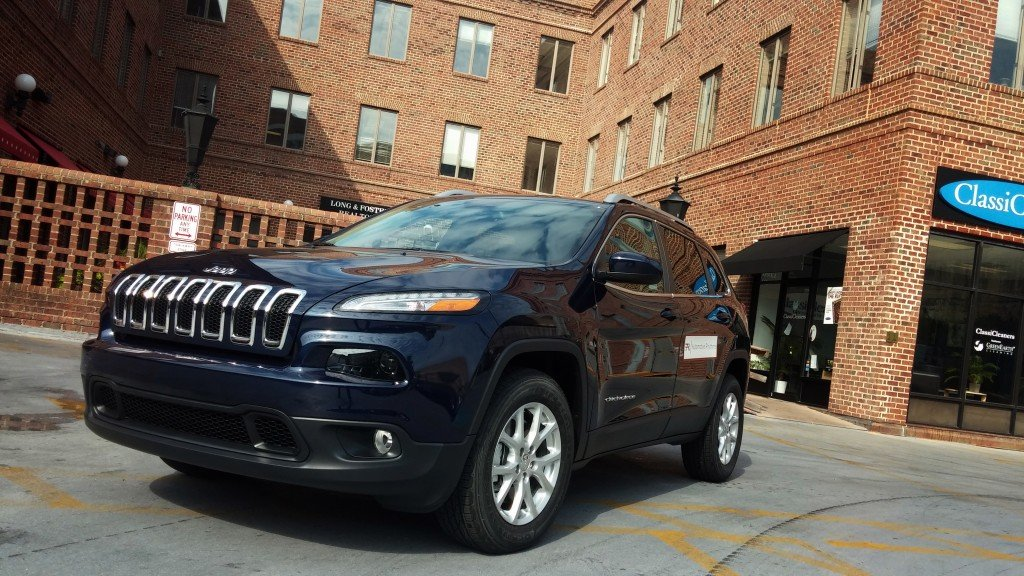 2014-Jeep-Cherokee-Latitude-Blue-Grille