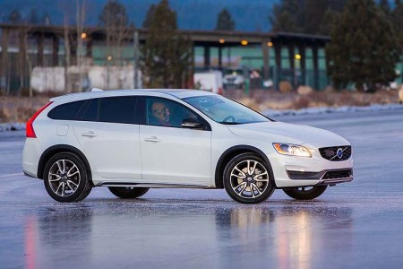 2015.5 Volvo V60 Cross Country: Safety by Default, Sporty on Purpose