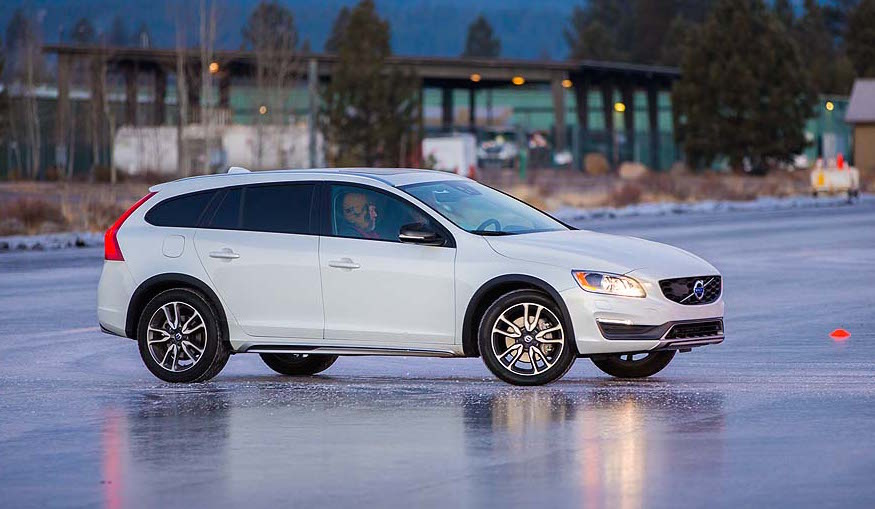 2015.5-Volvo-V60-Cross-Country...03