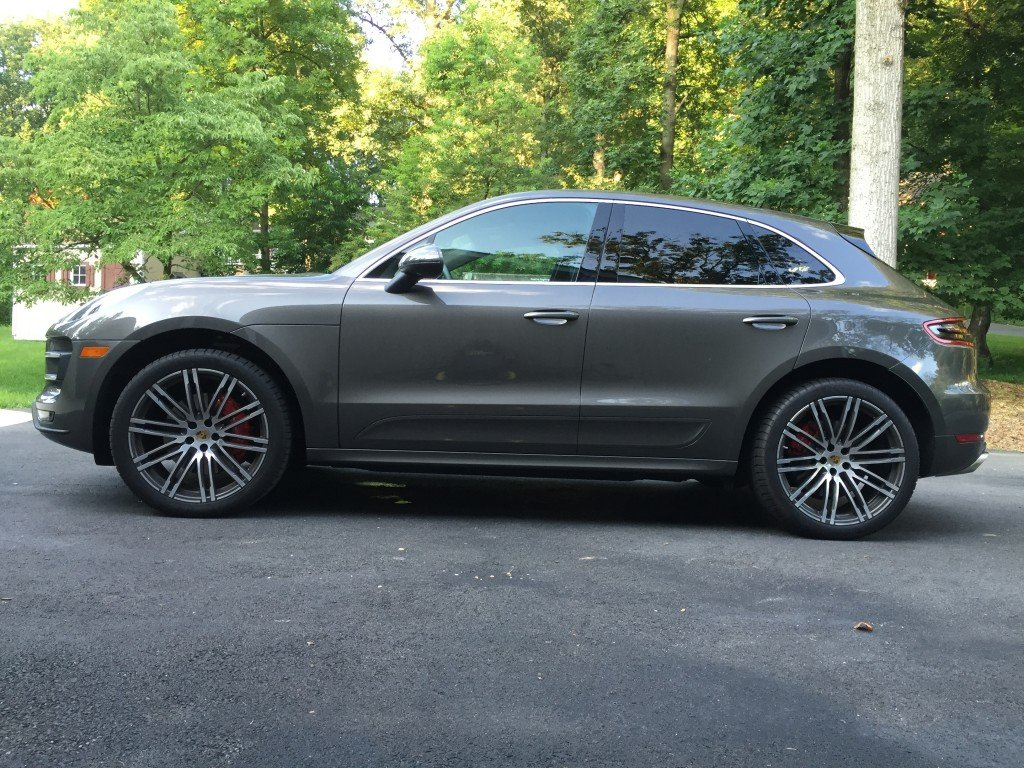 2015_Porsche_Macan_Turbo