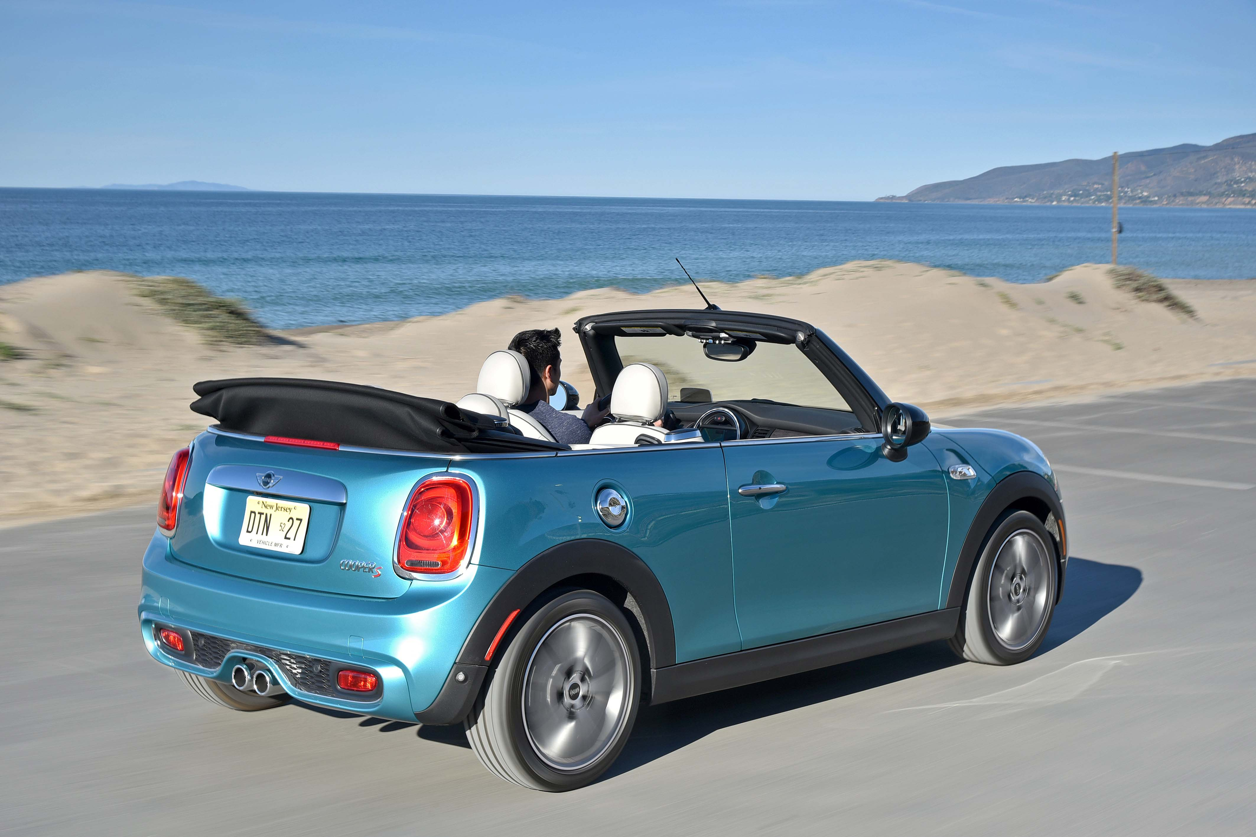 2016 mini cooper convertible sunny side up mini motoring. Black Bedroom Furniture Sets. Home Design Ideas