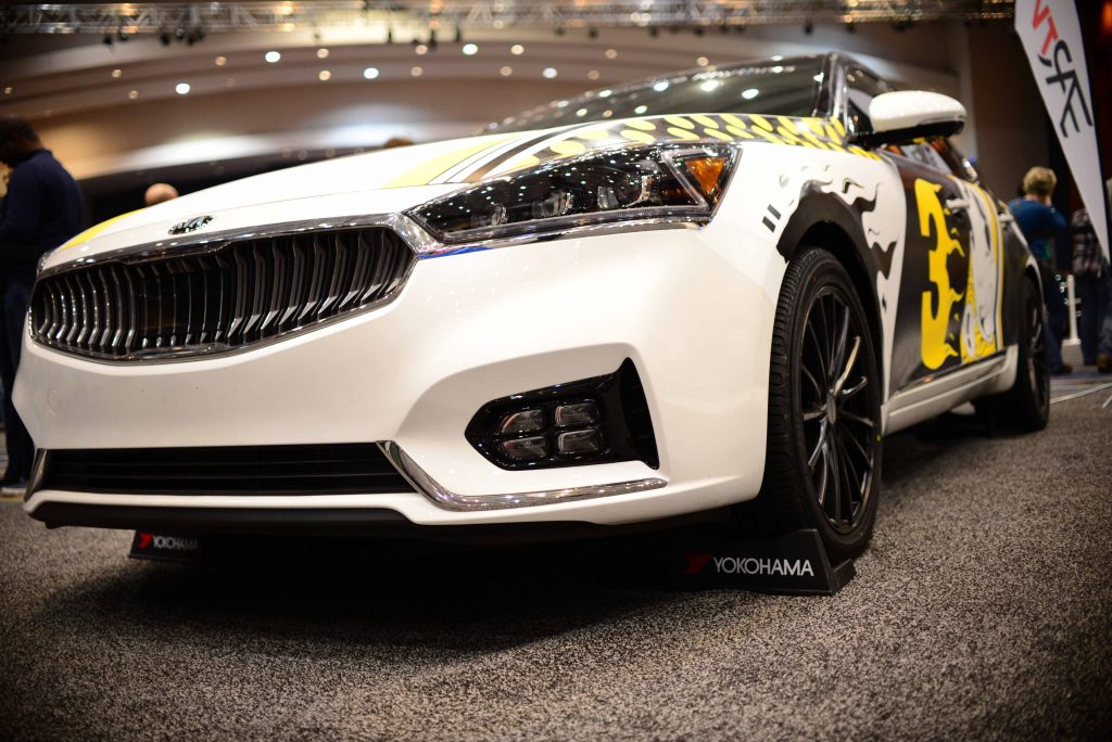2017 kia cadenza art car where technology meets graphic. Black Bedroom Furniture Sets. Home Design Ideas