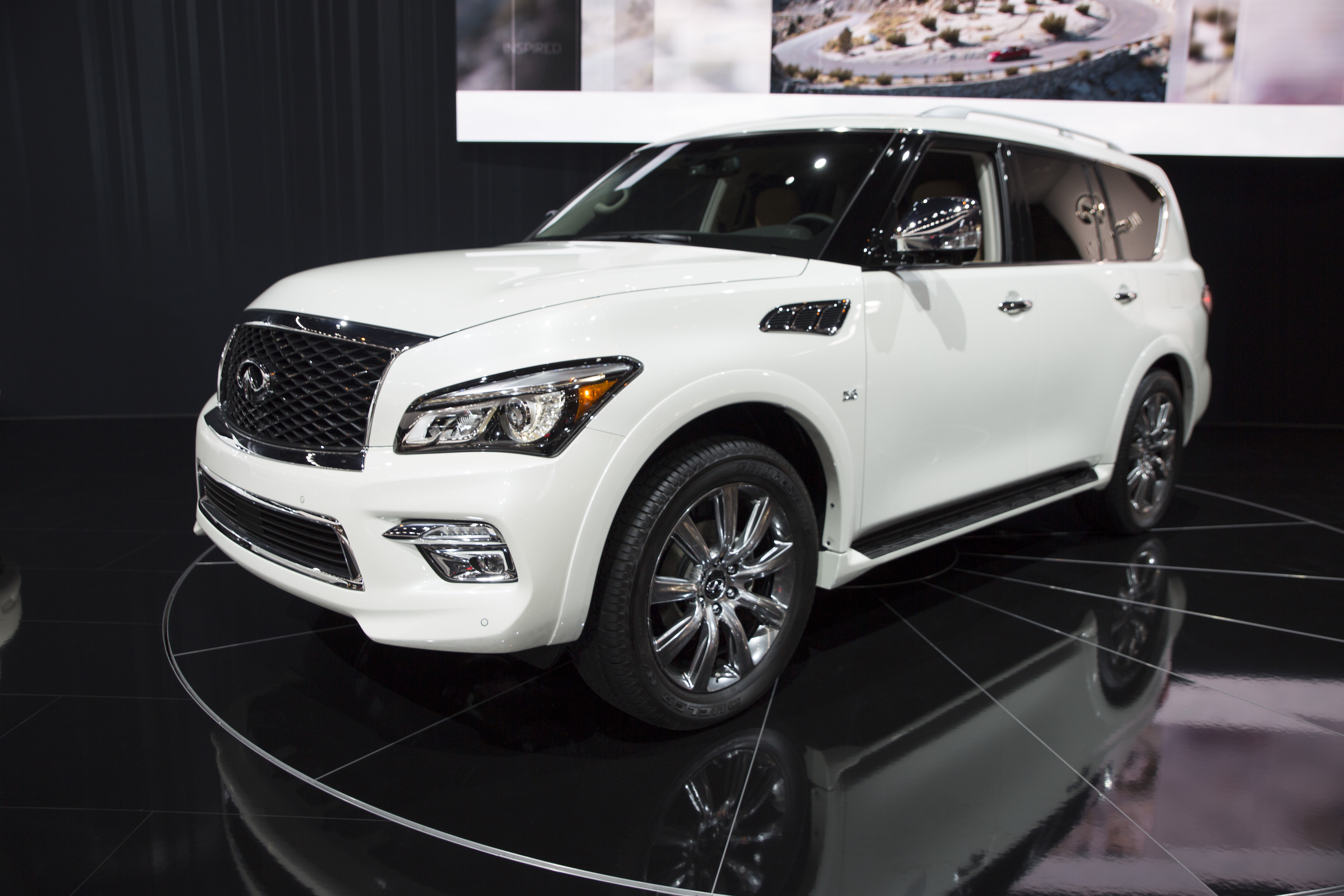 infiniti debuts q50 and qx80 signature editions at 2017 chicago auto show automotive rhythms. Black Bedroom Furniture Sets. Home Design Ideas