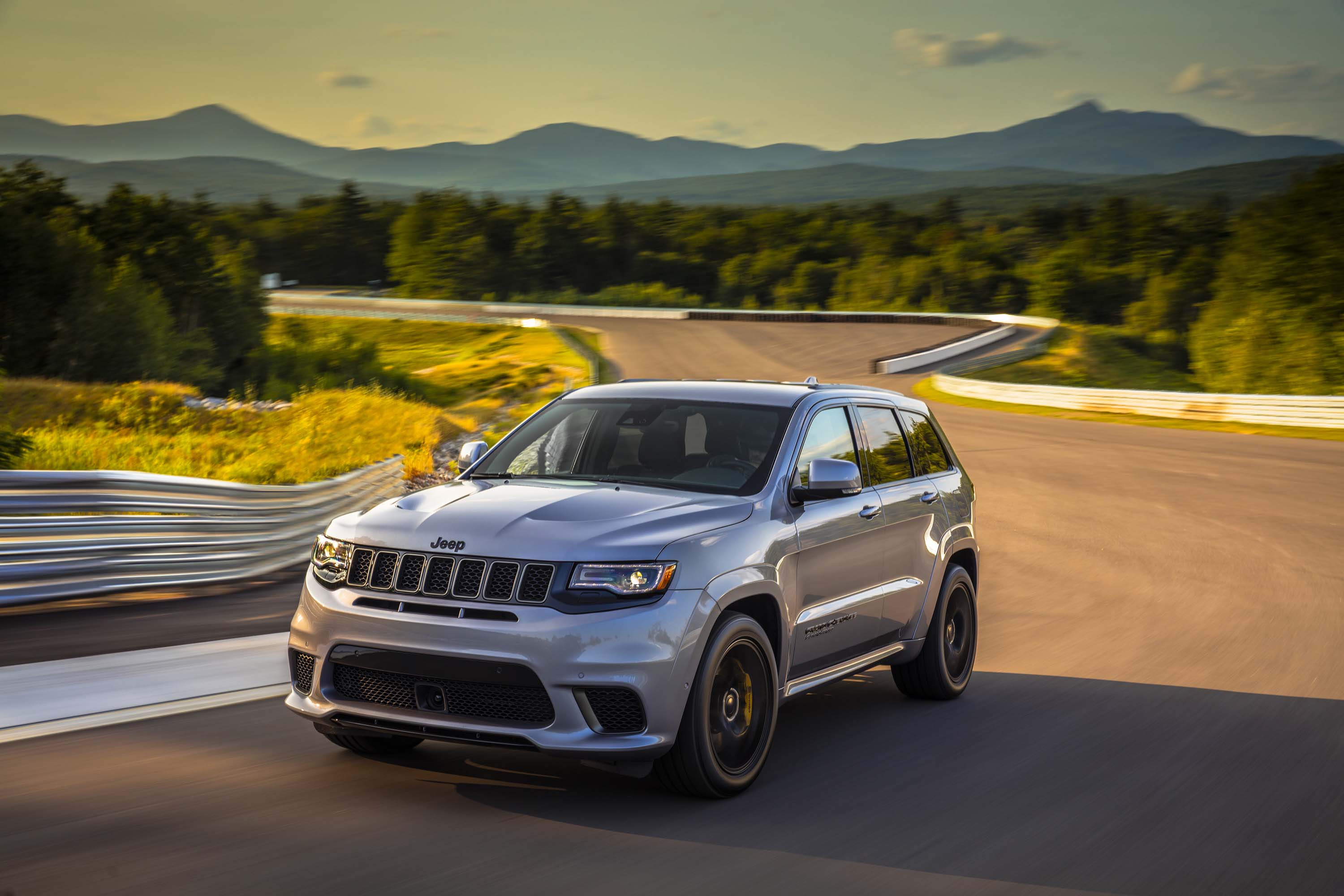 2018 jeep grand cherokee trackhawk born to run automotive rhythms. Black Bedroom Furniture Sets. Home Design Ideas