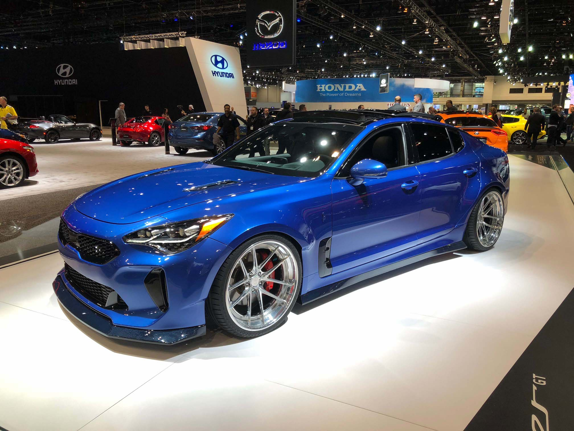 2018 kia stinger gt by west coast customs 2018 chicago auto show automotive rhythms. Black Bedroom Furniture Sets. Home Design Ideas