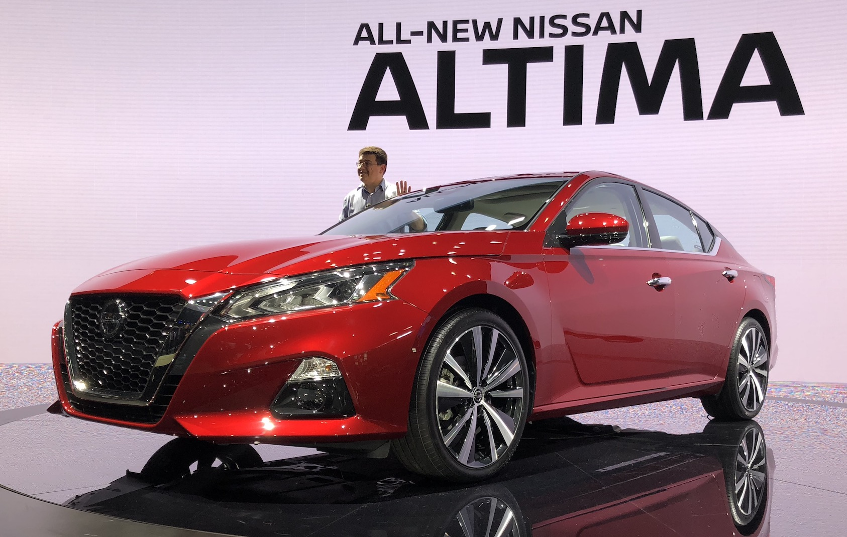 2019 nissan altima introduced at the new york. Black Bedroom Furniture Sets. Home Design Ideas