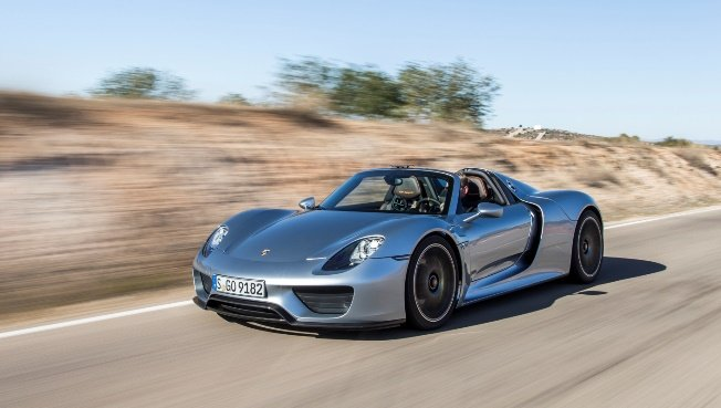 Porsche 918 Spyder Named Robb Report Car of the Year