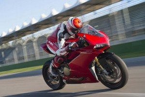Ducati-1299-Panigale-track-action-35