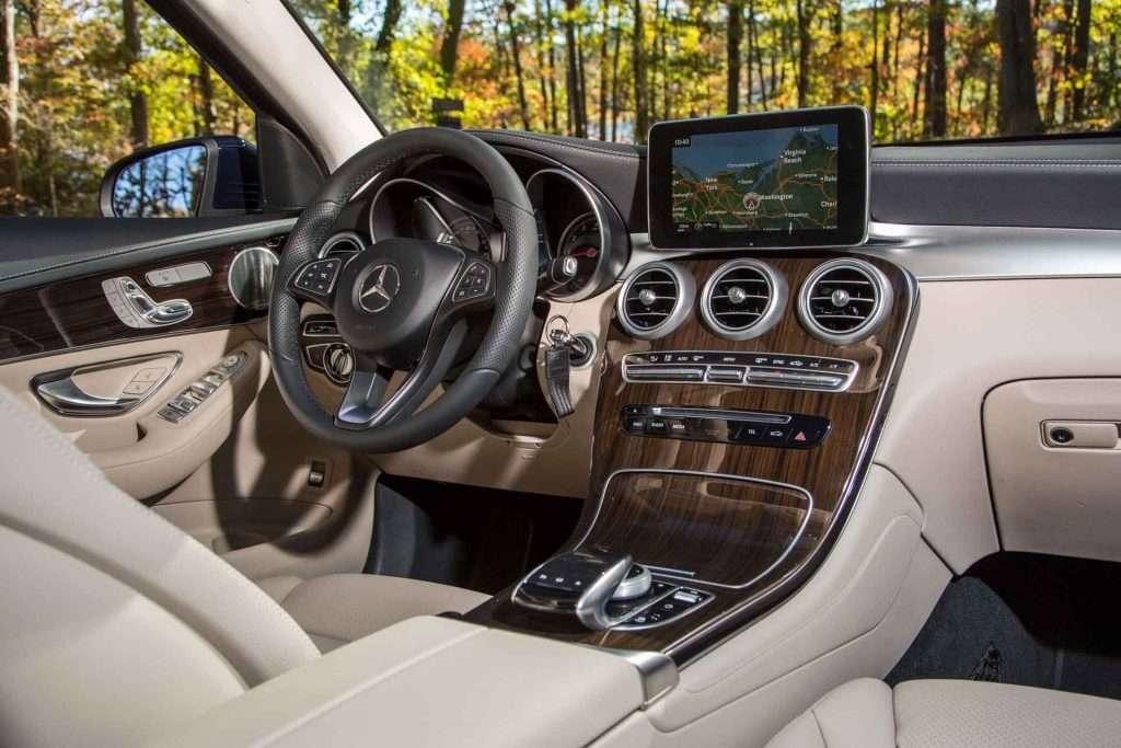 2016_Mercedes-Benz_GLC...19