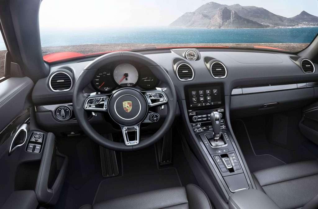 Interior_The new Porsche 718 Boxster and 718 Boxster S