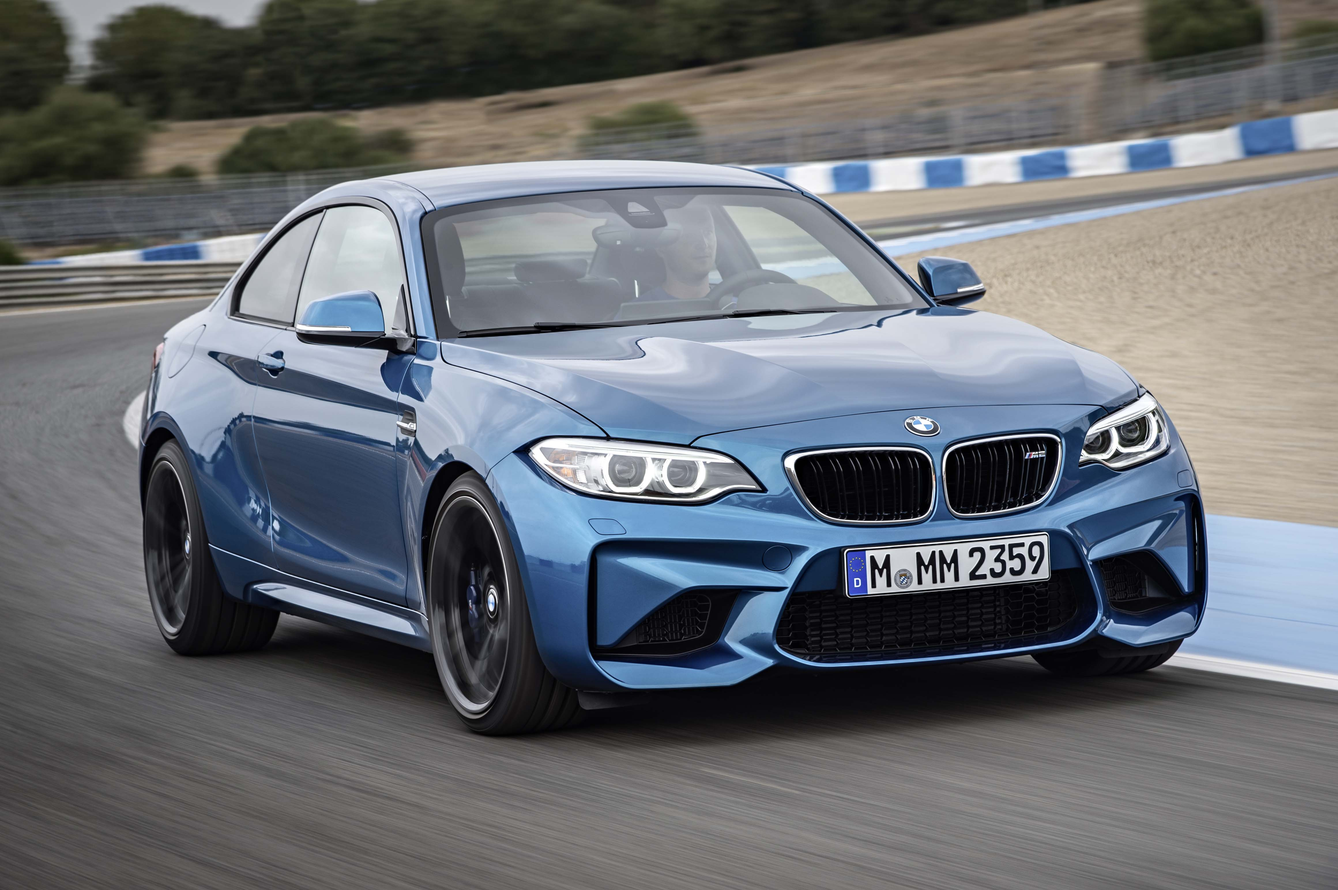 2016_BMW_M2_Coupe....06