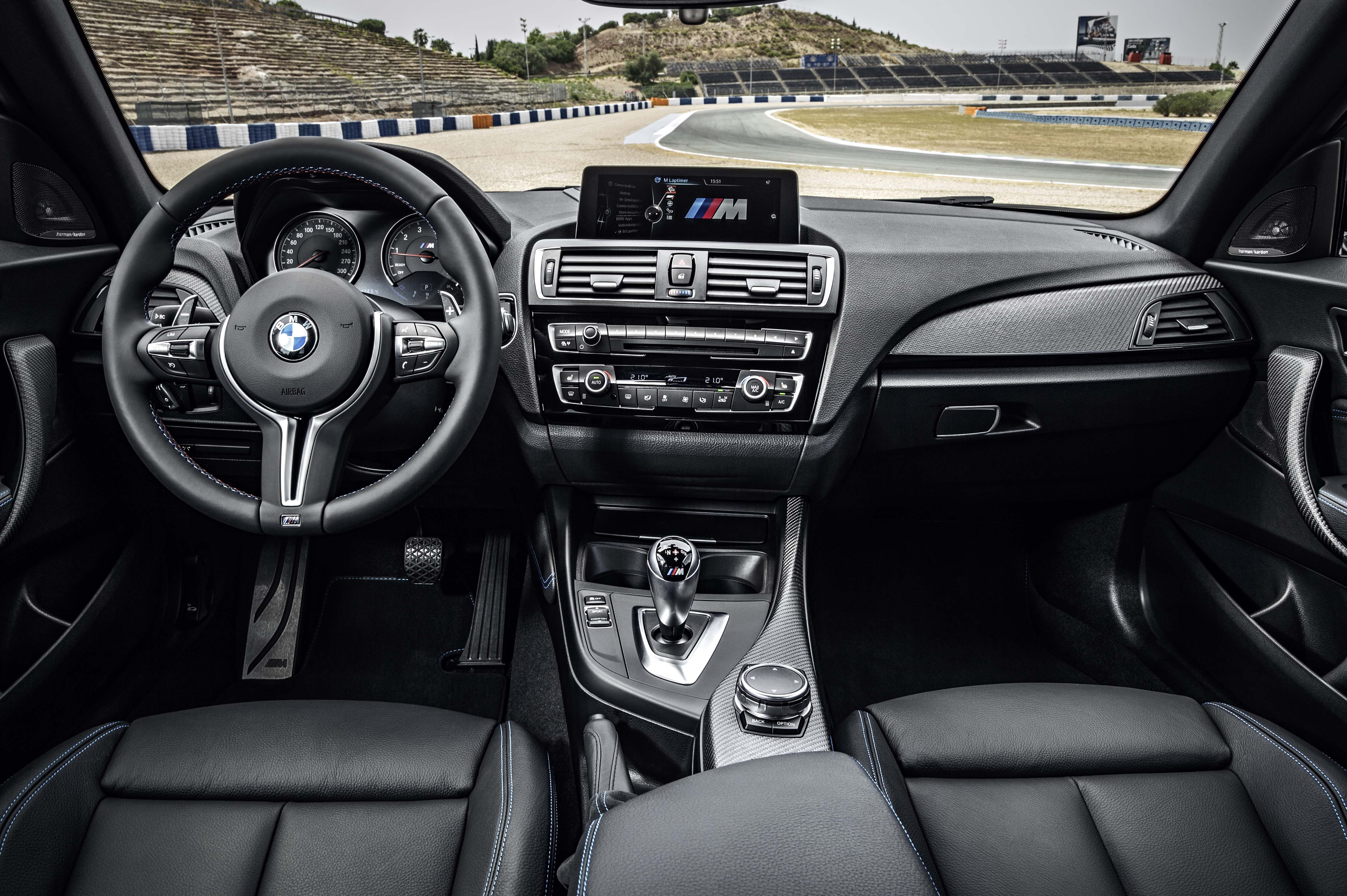2016_BMW_M2_Coupe....17