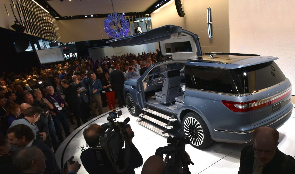 """NEW YORK, March 23, 2016 --€"""" Lincoln today reveals the Navigator Concept, introducing quiet luxury to full-size SUVs and offering a glimpse at what comes next for the brand's best-known nameplate. Lincoln invented the large luxury SUV in 1997, and now is reimagining Navigator for modern clients interested in better performance, more space and further refinement.  Lincoln's design team drew inspiration from luxury sailboats and yachts when designing the new concept. This influenced everything from the clean, modern lines and Storm Blue paint on the exterior that mimics the grays and blues of sea and sky, to the teak finishes, custom gear and wardrobe management system found inside. The Navigator Concept is engineered to provide drivers peace of mind. It features a 3.5-liter twin-turbo V6 engine delivering more than 400 horsepower and smart new technologies to make this SUV even more sure-footed on different road surfaces and in changing weather conditions.  Photo by: Sam VarnHagen"""