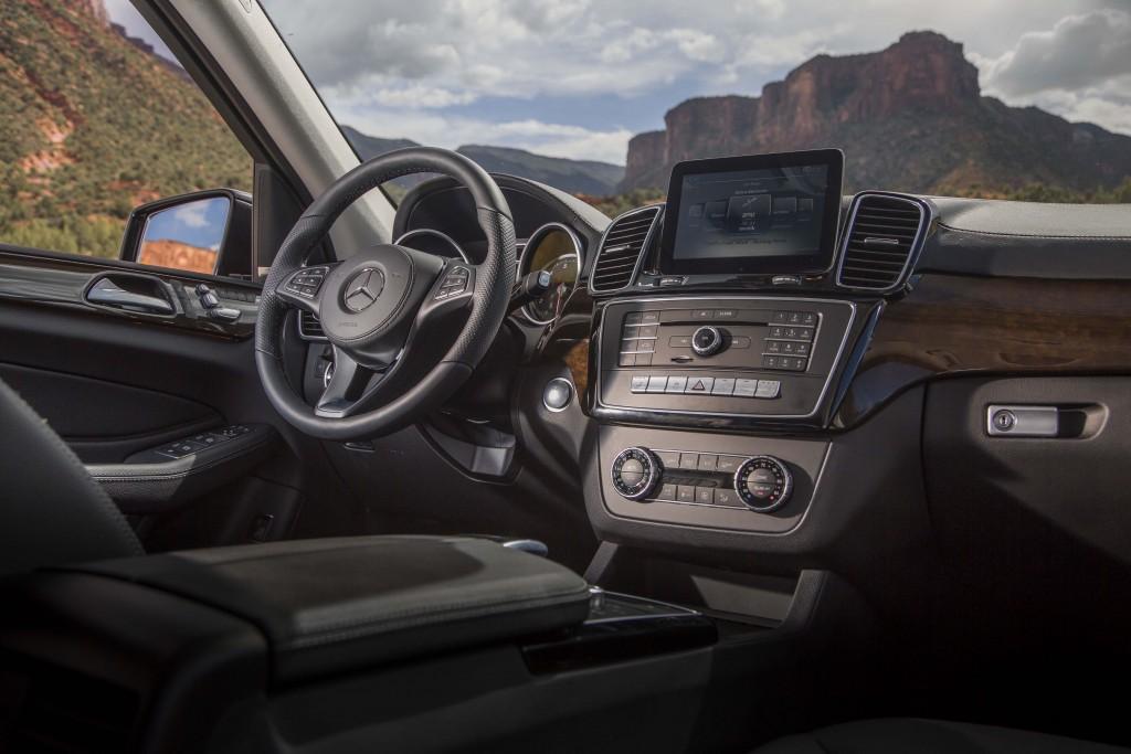 2017_Mercedes-Benz_GLS...05