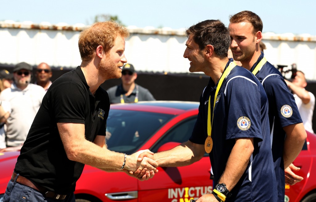 Prince_Harry_takes_part_in_the_Jaguar_Land_Rover_Driving_Challenge_and_awards_France_the_first_gold_medal_at_Invictus_Games_Orlando_2016-France
