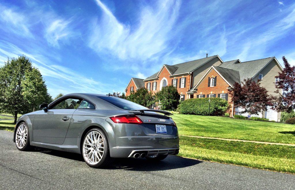 2016_Audi_TTS_Coupe..01