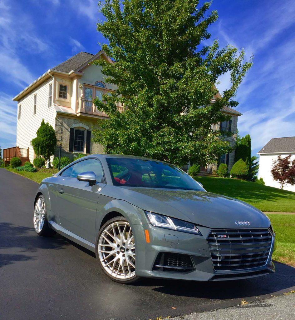 2016_Audi_TTS_Coupe..03