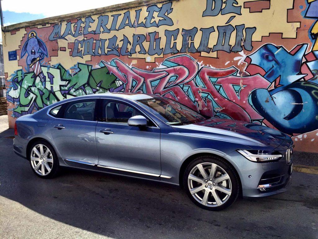 2017_Volvo_S90_Sedan...29
