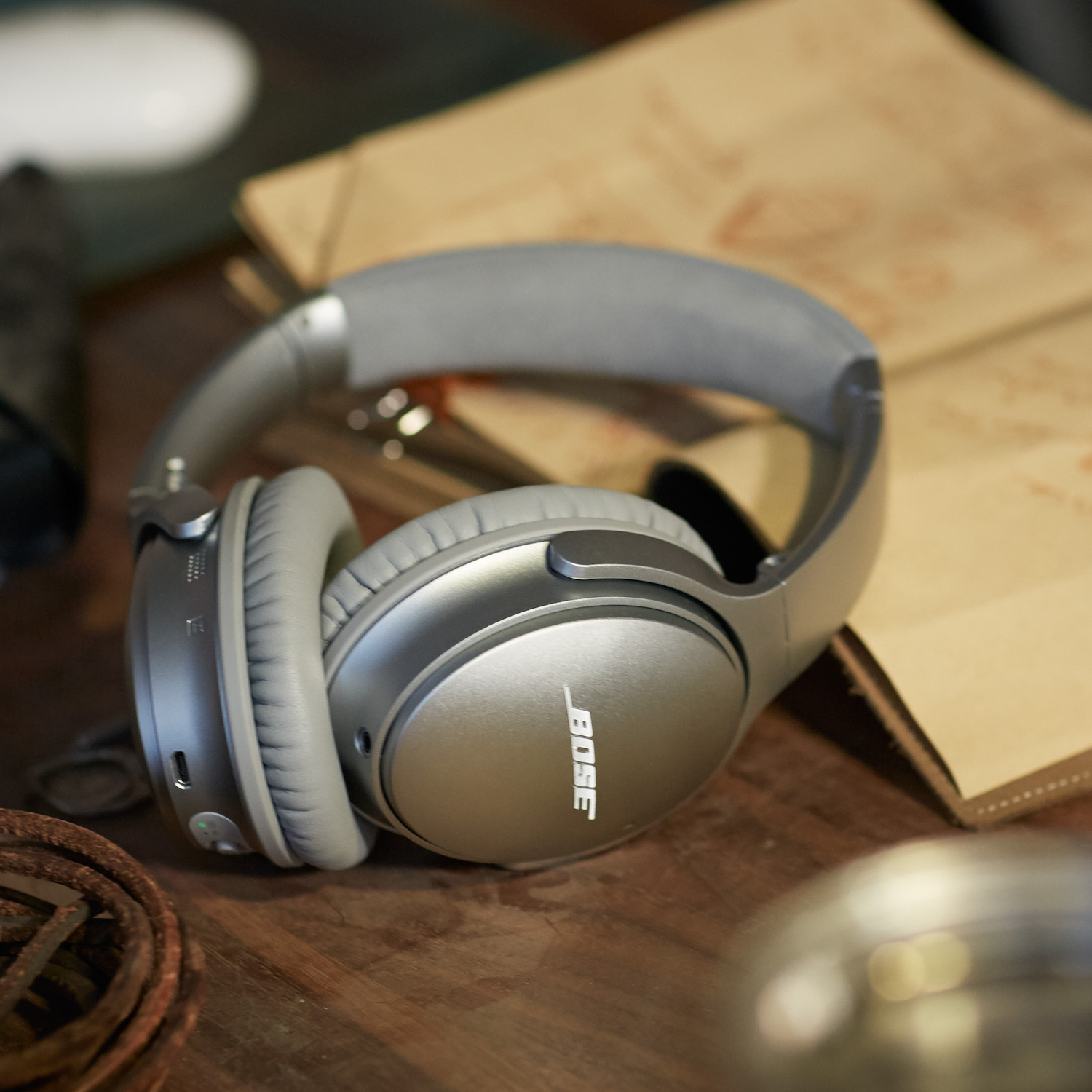 bose_quietcomfort_35_wireless_headphones_grey