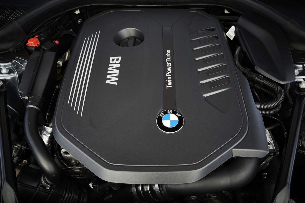 2017_bmw_5_series_engine